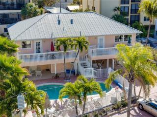 Sea Horse 3, 3 Bedrooms, Heated Pool, Pet Friendly, Sleeps 8, Fort Myers Beach
