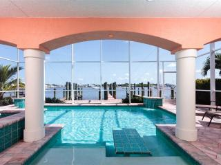Bay Front Beauty, 3 Bedrooms, Private Heated Pool & Whirlpool, Fort Myers Beach