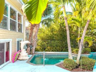 Dolphin Hideaway, 3 Bedroom, Private Heated Pool, Boat Dock, Sleeps 6, Fort Myers Beach
