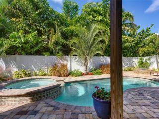 Sea la Vie, 3 Bedrooms, Bay Views, Heated Pool, Hot Tub, Sleeps 8, Fort Myers Beach