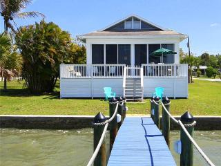 BayHouse, Bayfront, Sleeps 8, WIFI, 75 ft. pier and boat dock, Fort Myers Beach