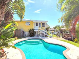 Paradise on Third, Canal Front, Private Heated Pool, Boat Dock, Fort Myers Beach