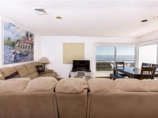 Harmony Beach House, 3 Bedrooms, Ocean Front, Large Deck, Sleeps 6, Crescent Beach