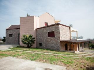 Cinque casa villa, Lamia