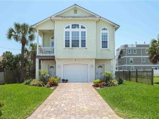 Island Breeze, 2 Bedrooms, Steps to Ocean, WiFi, Sleeps 6, Saint Augustine