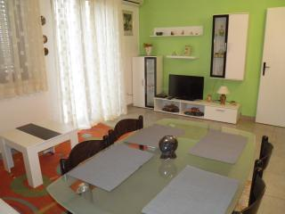 Apartment with Studio for 8+2 or 2 Families + WiFi, Pag