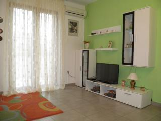 Sunny and cozy Apartment for 4+1 with Wi-Fi, Pag