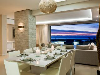Spectacular Sea View Aquatic House, Walk to Beach, Camps Bay