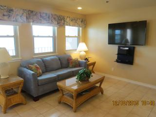 Large 3 BR Beachfront Condo-Check for June Special, Isla del Padre Sur