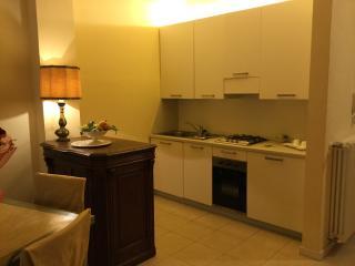 cucina, forno, frigo e lavastoviglie, utensili