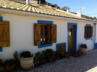 West Coast Charming Rustic Cottage, Bordeira