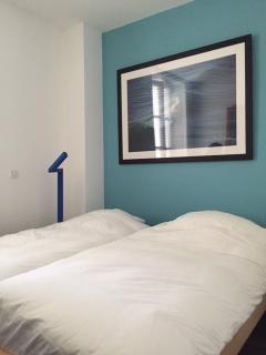 Bedroom 2 (West exposition, calm and sunny in the afternoon)… Chambre 2