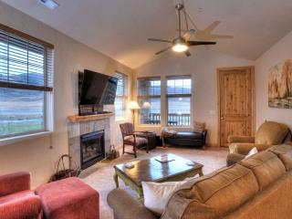 Enjoy gas fireplace, mountain views and entertainment.