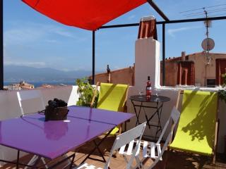 Terrasse, historic center, 150 m to the beach