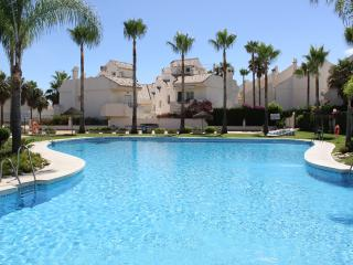 Beachfront exclusive relax house amazing poolarea in a safty Urbanization, Marbella