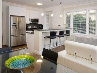Beautiful 1 Bedroom and 1 Bathroom Apartment in Russian Hill - Amazing Views, San Francisco