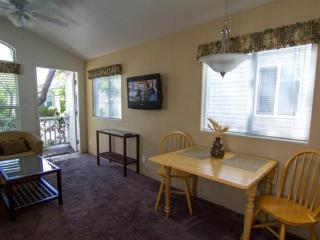 STUNNING 1 BEDROOM COTTAGE, Sacramento