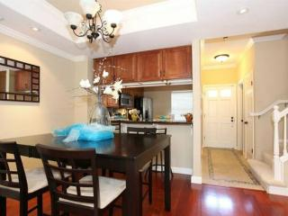 AMAZING AND SPACIOUS 2 BEDROOM TOWNHOUSE, Belmont