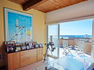 ELEGANT AND SPACIOUS 2 BEDROOM 2 BATHROOM FURNISHED APARTMENT with Ocean Views, Marina del Rey