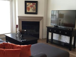 Lovely and Sunny 2 Bedroom, 2 Bathroom Apartment Near UCLA and Wilshire Corridor, Los Angeles