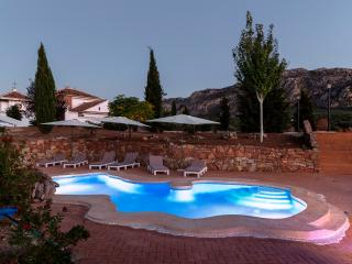 Grand luxury B&B Cortijo for groups of 16+, Villanueva del Rosario