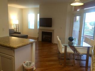 Great Apartment Complex With Great Amenities - Lovely 2 Bedroom Apartment in LA, West Hollywood