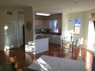 Bright 2 Bedroom, 2 Bathroom Apartment in WeHo, West Hollywood