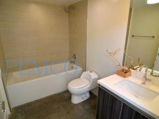 GORGEOUS AND FURNISHED 2 BEDROOM CONDO, Pasadena