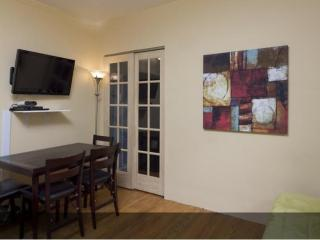 Furnished Apartment at 2nd Ave & E 51st St New York, Nueva York
