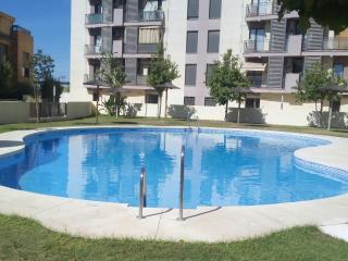 FREE LOCKED PARKING,10`CENTER, A/C, WI-FI, , POOL, Sevilha