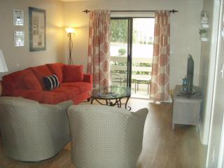 Renovated 1st Fl, 2 Bed/Bath, Walk 2 Beach, Wifi, Hilton Head