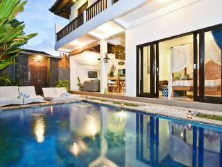 3 BR VILLA ORIA 2 -PRIVATE POOL LEGIAN FREE WI FI!