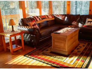 Rustic Elegant Peaceful 2 BR Mountain Cabin, Gatlinburg