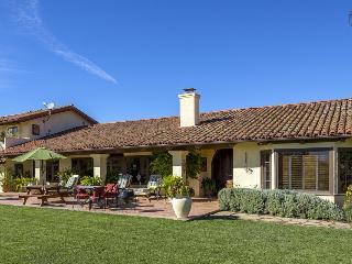 Sprawling estate with 4 bedrooms in Carpinteria - Toro Canyon Hacienda