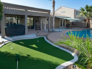 Pristine 4BR Tolleson House w/Wifi, Private Swimming Pool & Putting Green - Easy Access to Major Sporting Events, Outdoor Activities & Restaurants!