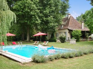 House with pool, park, and river, Bergerac