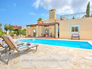 Villa Golden Coast 5, Polis