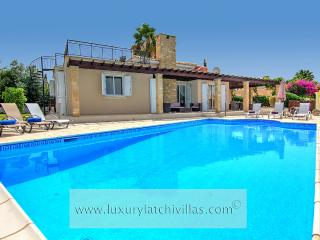 Villa Golden Coast 6, Polis