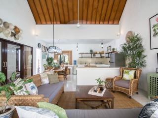 UMALAS RETREAT II (b) 3 Bed with your own Chef, Seminyak