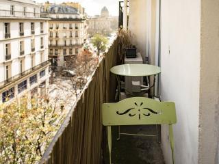 Petit Chatelet 5-In the center of Paris-bright apt, Parijs
