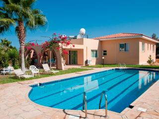Private villa,13x5 swimming pool,gardens,free wifi, Peyia