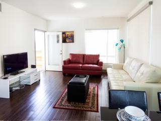 Hollywood Avenue 2 BR, Mississauga