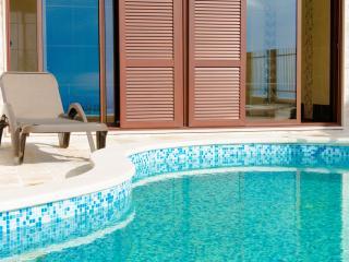 Luxury Adriatic villa Sunbreeze Pool Jacuzzi, Budva
