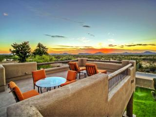 Villa Estancia - Your Own Luxury Estate with Equestrian Heritage!, Cave Creek