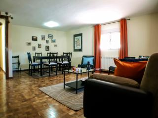 SOL OPERA 2 3 Bedrooms, 2 bath in tourist center, Madrid