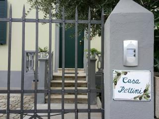Casa Pettini, vacanze in Arezzo..La casa è divisa in  due appartamenti separati.