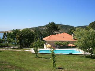 Villa with pool in the beach, Laxe