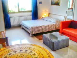 Apartments Iris-Studio-terrace-WI-FI-parking-AC, Korcula Town