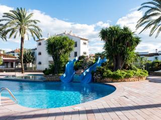 Villa frente a piscina de toboganes