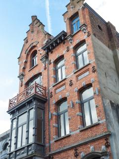 The Art Deco building retains its splendour and, thanks to its furnishings, offers all comforts.